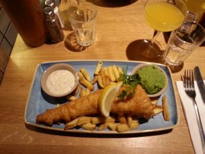 Fish and Chips auf Teller