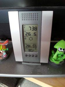 Thermometer zeigt 30 Grad um halb 8