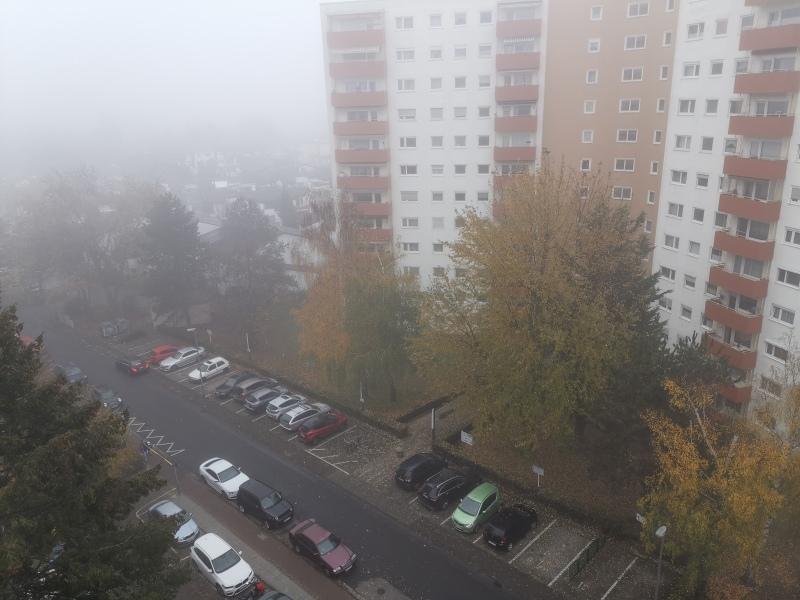 Nebel bei einem Wohnhaus
