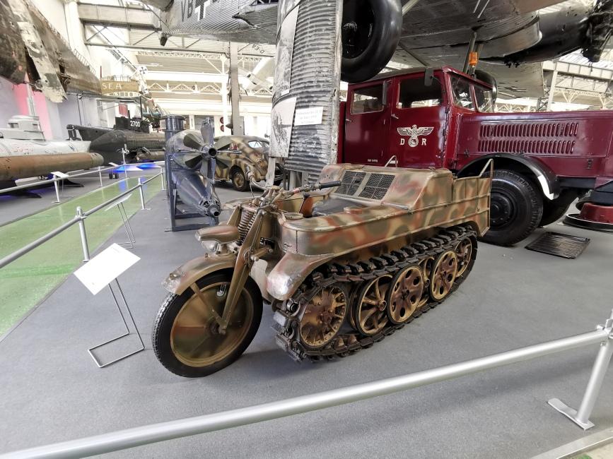 Motorrad mit Panzerreifen