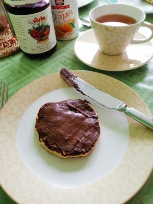Kleiner Pfannkuchen mit Nutella